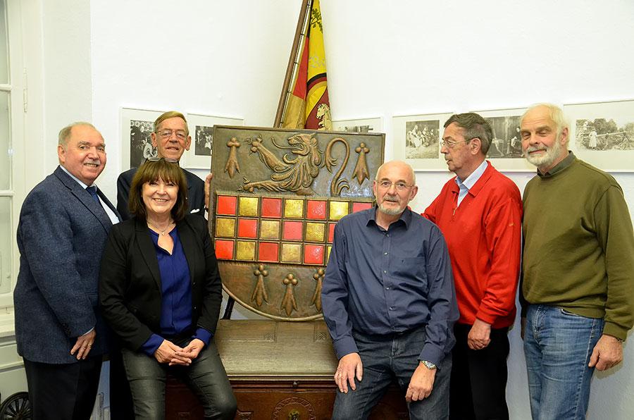 Im Heimatmuseum Letmathe von links: Herbert Müller, Gisela Wydra , Joop Litmaath, Wolfgang Hartmann, Frits Litmaath und Dr. Norbert Hesse